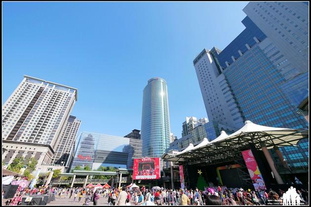 2013新北市【歡樂耶誕城】全台最高音樂聲光耶誕樹~閃亮歡度45天!