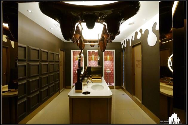 台中【中友百貨公司-世界十大精采廁所】不是主題餐廳~而是主題廁所!