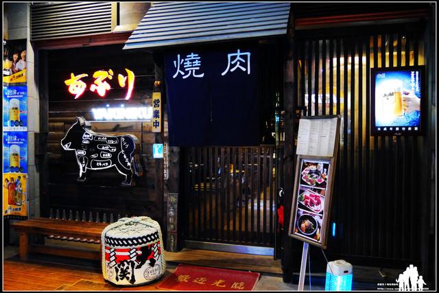 桃園【炙燒肉】精緻高檔燒烤~專人桌邊服務,整頭黑毛和牛部位隨客挑!