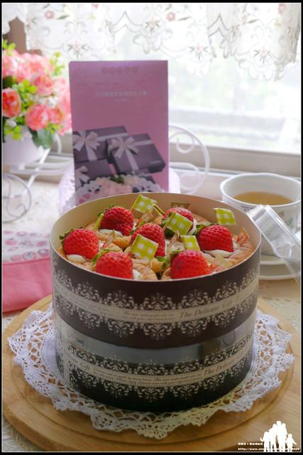 體驗試吃【Elly Family 艾立精緻蛋糕】超誘人的迷你草莓戚風蛋糕,現在不買~就只能等明年啦!