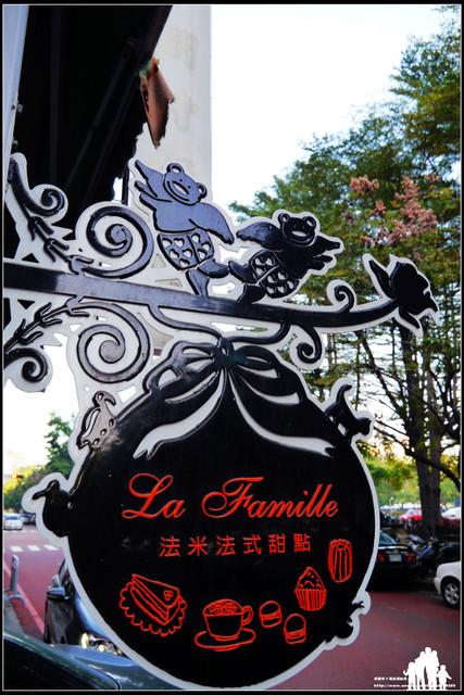 台中【La Famille 法米法式甜點‧咖啡】果然款款誘人~連桌子都差點擺不下去了啊!